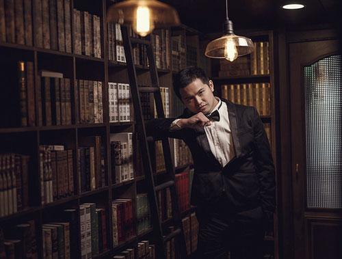 tuxedo man in library